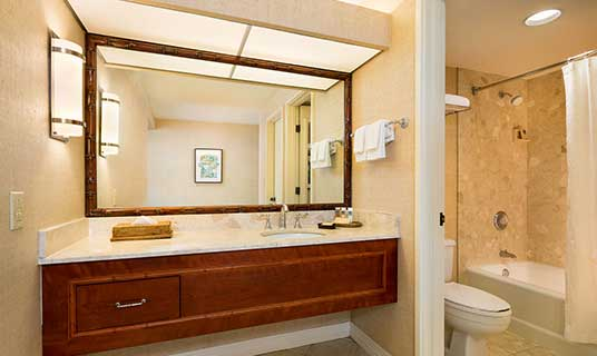 Ocean Tower Guest Room Bathroom